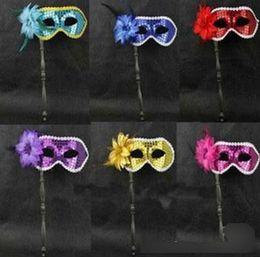 máscaras de mascarada con plumas palos Rebajas Envío Gratis 100 unids Máscara de Disfraces de Plumas Similares En Una Fiesta de Boda Máscara Negro Azul más opción de Color