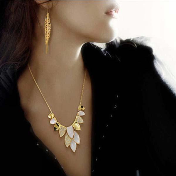 Alta calidad Shinning 18 K oro plateado hoja gargantilla Crystal Neckalce falso collar collar envío gratuito