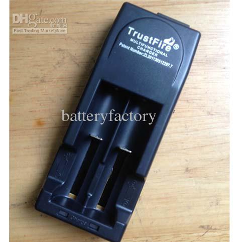Utmärkt Trustfire 001 Multifunktionell laddare Tr001 Lithium Batteriladdare för 18650 14500 16340 EU eller US-kontakt Svart färg MYY1898