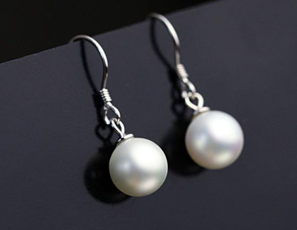 Super lindo simulado 8-10 mm blanco perla cuelga los pendientes Stud envío gratis
