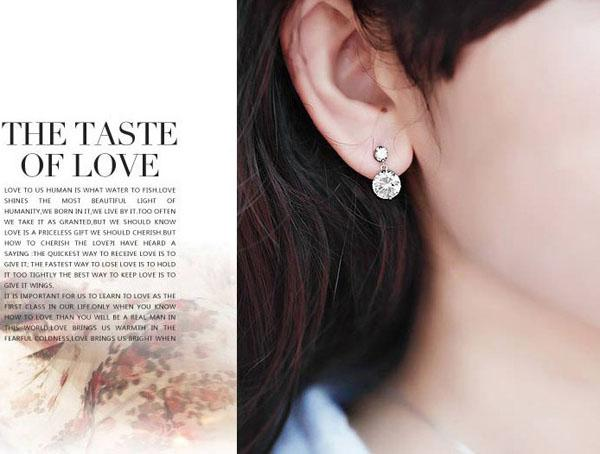 Los nuevos aretes de diamantes suizos de color blanco con doble garra de amor con diamantes engastados en oro blanco de 18 k llevan envío gratuito