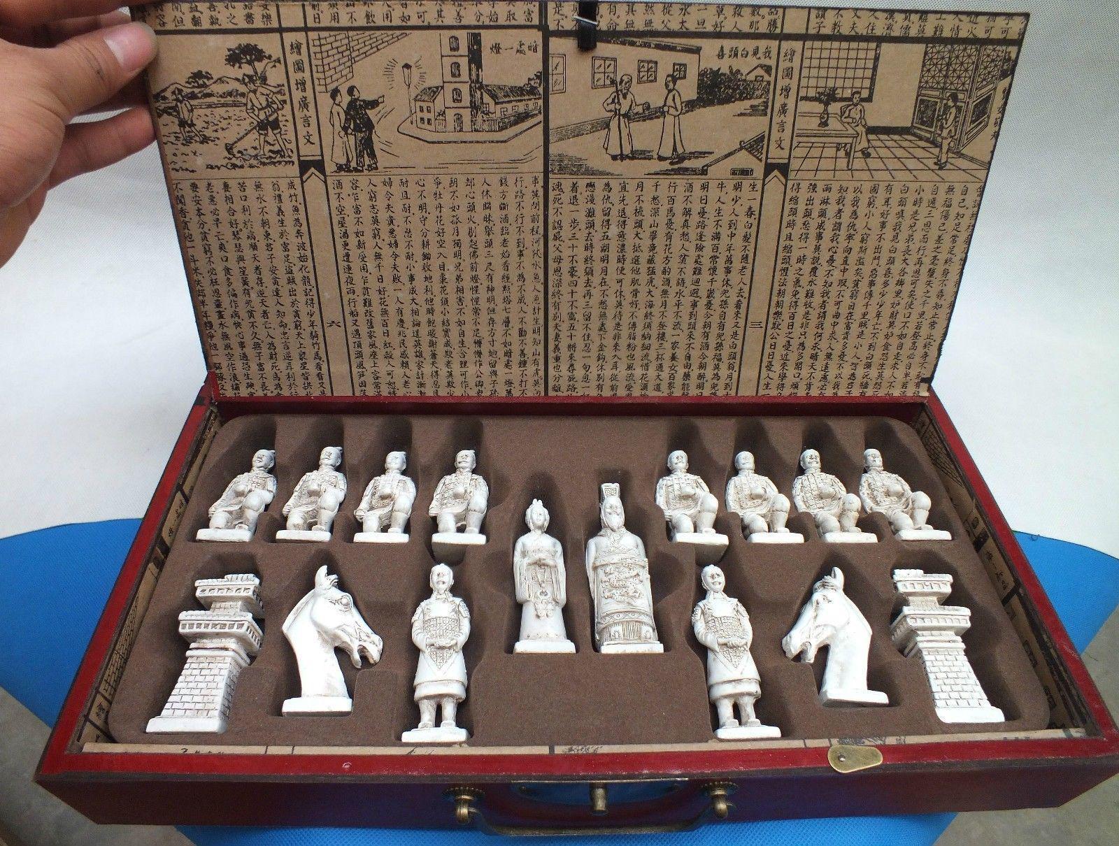 Rare kinesisk drake trä läder låda med schack uppsättning