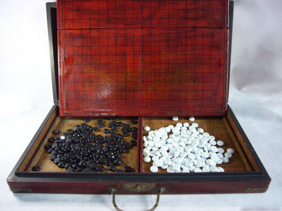 Partihandel Billiga Kinesiska GO Spel Set Läder Box Goban Board och Stones