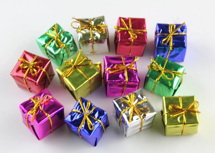 Jul festlig dekoration rekvisita mode julklappar och dekorativa små torg box presentförpackning julgransprydnad 12st / set sd10