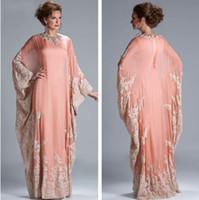robes longues de corail pêche achat en gros de-Pêche corail manches longues robe de soirée caftan arabe moyen-orient robe en mousseline de soie dentelle manches longues dentelle équipée musulman robes de soirée JQ3309