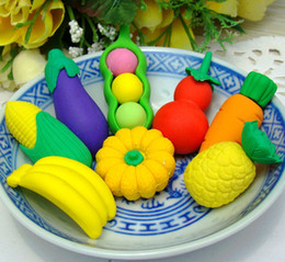 Frutas vegetales de goma online-FreeShip 100pcs 3D Fresh Fruit Vegetables Borradores creativos Novedosos borradores de alimentos 3D Rubber Pencil Eraser Kids Student Xmas Gift Opp Bag