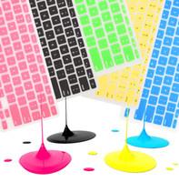 cajas de teclado suave al por mayor-Funda protectora de silicona para computadora portátil de silicona suave y colorida Funda protectora para MacBook Pro Air Retina 11 12 13 15 Paquete de papel impermeable a prueba de polvo