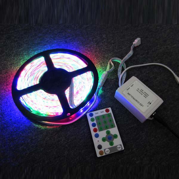 Fabrikspris 5050 RGB LED Strip Horse Race Chasing Dream Color 270led 5m Vattentät Flexibel med RGB-styrenhet 12V 5A Power