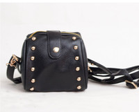Pelle 1pcs Corea del punk Rivet Piccolo Messenger PU Bag Nero Satchel # 23927