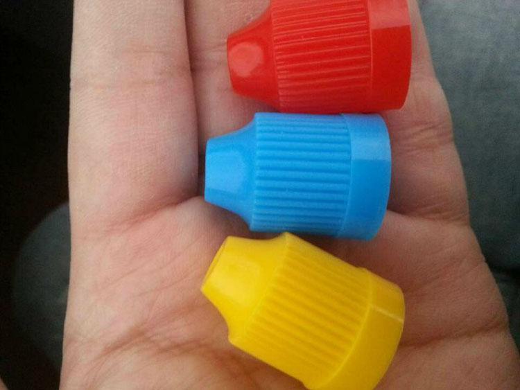 Botella de aguja de colores 300 piezas 5 ml 10 ml 15 ml 20 ml botellas de gota de PET translúcidas con tapa a prueba de niños tienda más líquido E Cig de vapor líquido