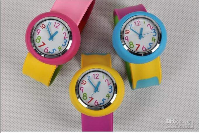 New Fashion Colorful Watchband Candy Colored Silicone Children Sport Wrist Watch Kids Pat Table
