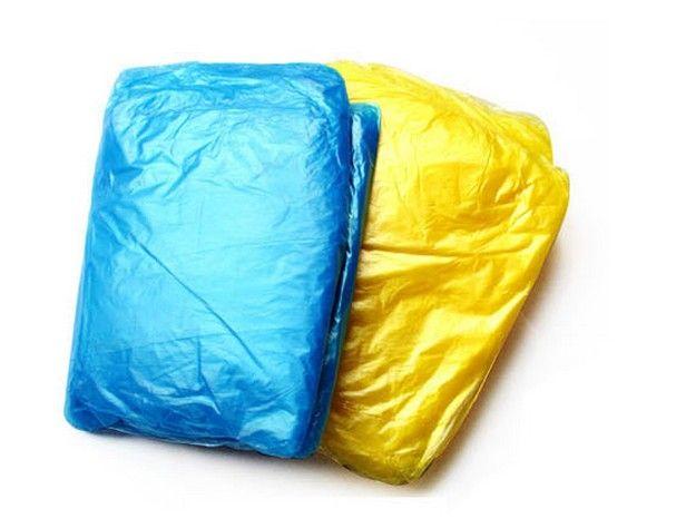 Partihandel Gratis Frakt / Engång PE Raincoats Poncho Rainwear Travel Rain Coat Rain Wear Gifts Blandade färger