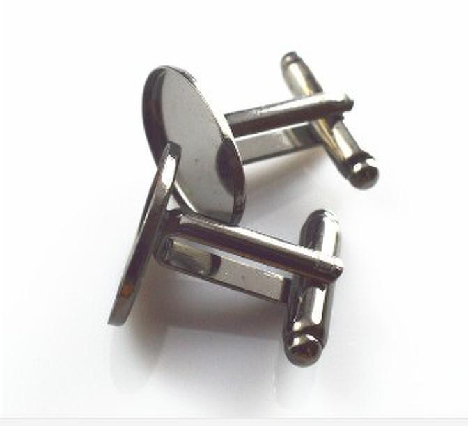 送料無料!高品質13x18mmオーバル額縁ベゼルシャーシベース真鍮カフスバス、結婚式のカフスブランク