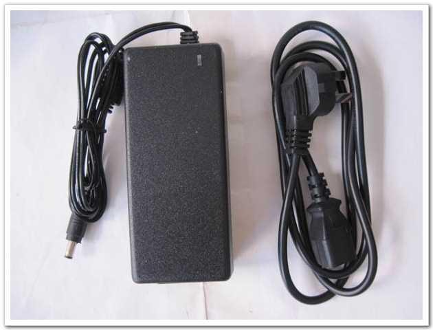 12V 7A 84W DC 5.5x2.5mm AC / DC Adapter Strömförsörjning med AC-kabelladdare AC 100V-240V Strömadapter Partihandel Hög kvalitet