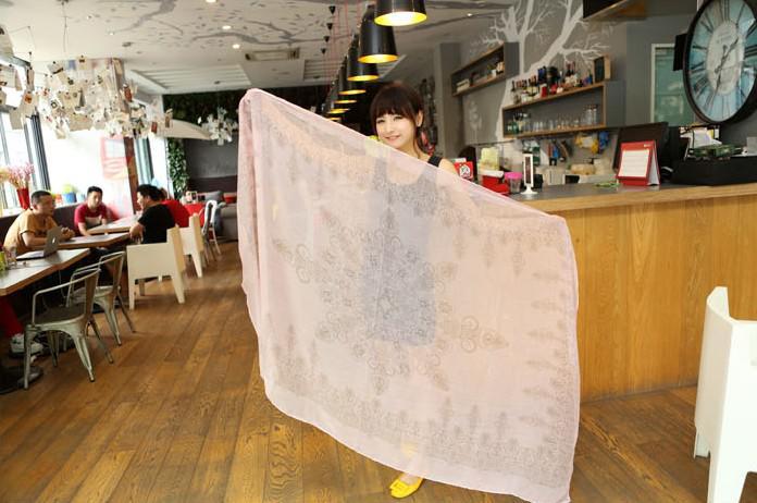 Al por mayor - la moda para mujer tótem otoño del resorte azules y bufandas de la impresión de porcelana blanca envolturas
