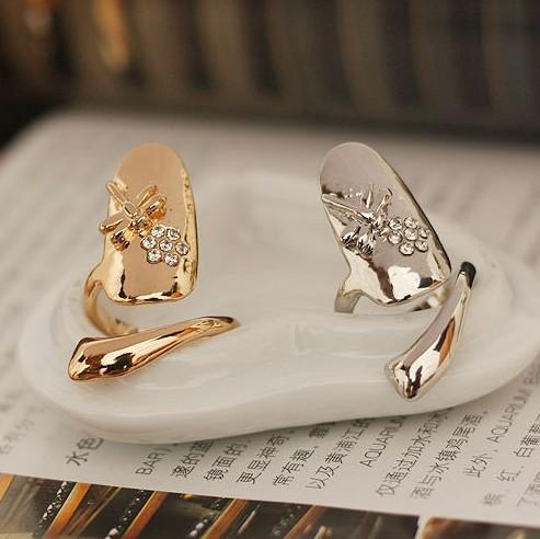 10 unids / lote Exquisito Lindo Retro Reina Libélula Diseño Rhinestone Ciruela Serpiente de oro / Anillo de plata Anillos del clavo del dedo