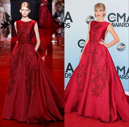 Barato Elie Saab Taffeta-2014 New Red High Neck Backless A-Line tafetá cristal Elie Saab Lace Prom / Evening Dresses Party Dress Clebrity Taylor Swift Vestido Luxo