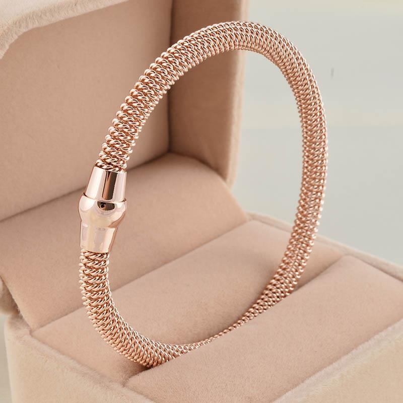 жесткие браслеты из золота без застежки влагу отвело