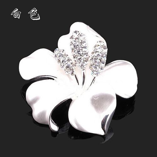 Elegant Silver Plated Rhinestone Crystal Diamante White Narcissus Flower Party Brooch