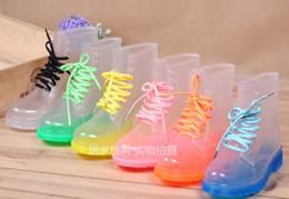 Frete Grátis PVC Transparente Womens Colorido Cristal Apartamentos Flats Saltos de Água Sapatos Femininos Rainboot Martin Botas de Chuva em Promoção