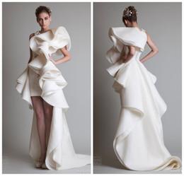 Großhandel Cascading Rüschen Organza Hi Lo Brautkleider 2019 Eleganter Rundhalsausschnitt Formale Brautkleider Kurze afrikanische Hochzeitskleid