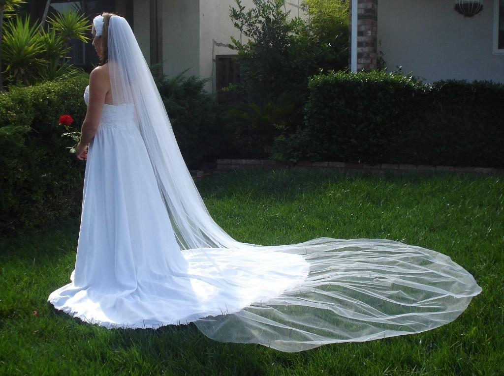 カスタムメイドの1レイヤーホワイトアイボリーブライダルアクセサリーベールのウェディングドレスブライダルの結婚式のベールと櫛のDH6994