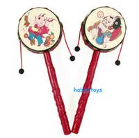 ручной встряхивающий барабан оптовых-Китайский tranditional рука барабан погремушка барабан маленький барабан рука качается бубен ребенок встряхивания барабан игрушки 30 шт. / лот