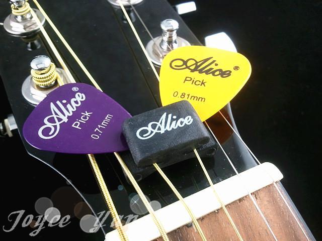 Alice A010C Gitarrentriebgummi Pick-Halter mit freiem Plektren freies Verschiffen