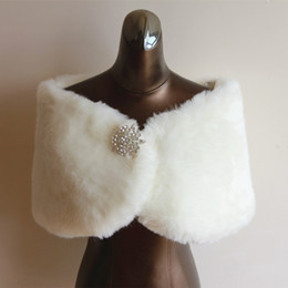 Wholesale Cheap White Fur Shawls - Decent Feathers Cheap Bridal Accessories glitter beaded Winter Wedding Sleeveless Fur Wrap Cape Shawl Jackets bridal wrap wedding jackets