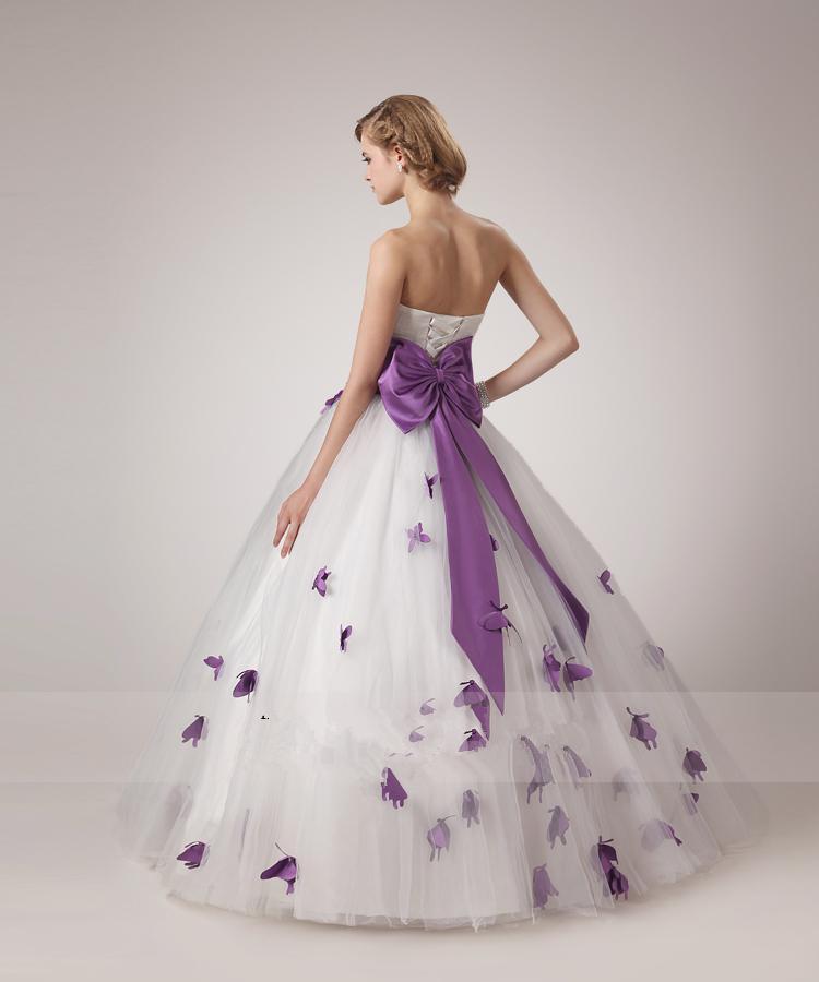 Vestidos de Novia 2015 Brautkleider Weißes Trägerloses Ballkleid Bodenlangen Kleid Bogen Band Perlen Perlen Lila Schmetterling Brautkleider