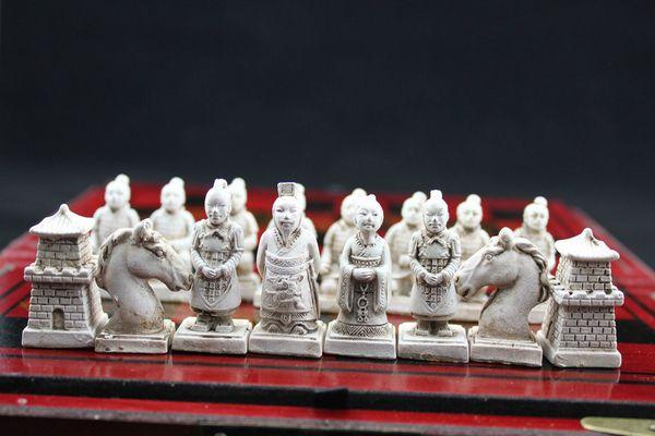"top popular Chinese 32 pieces chess set box Xian Terracota Warrior "" Free shipping"" 2021"