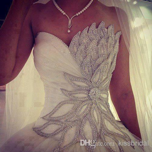 Luxury Beaded Leaves Wedding Dresses Vintage Crystal Beading Sweetheart Lace Up Ball Gown Plus Size White Church Bridal Gowns