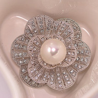 Wholesale Cheap Wholesale Factory China - New Design Delicate Diamante Pearl Flower Brooch Hot Selling Cheap Factory Direct Sale Sparkling Gift Women Brooch Pins Free Shipping