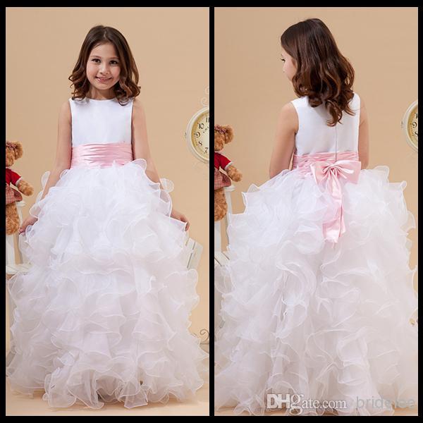 2020 Prenses Beyaz Jewel Boyun Çiçek Kız Elbise Ruffles Bir Çizgi Saten ve Organze Ucuz Kız Elbise Düğün İçin Törenlerinde Ile Pembe Yay
