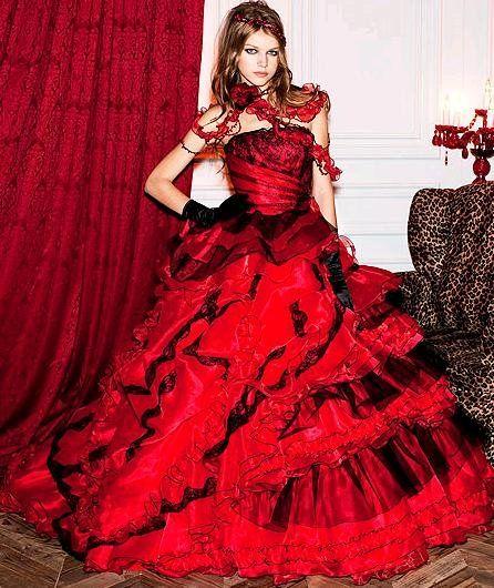 Robe de mariee rouge et noire gothique