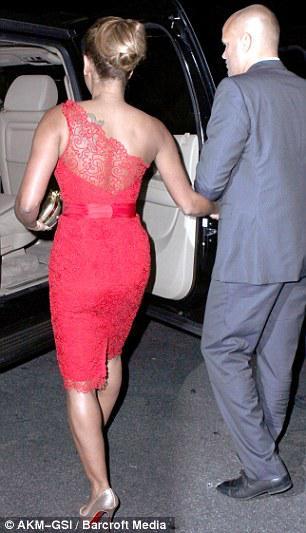 2018 Celebrity Red Carpet Kleider Schulter Mantel Knielänge Sexy Red Lace Formale Abendkleider Prom Kleider