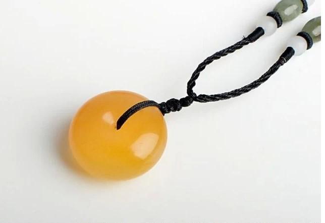 Handgjord snidning av naturlig gul smaragd vintage hang ping, talisman halsband hängsmycke,