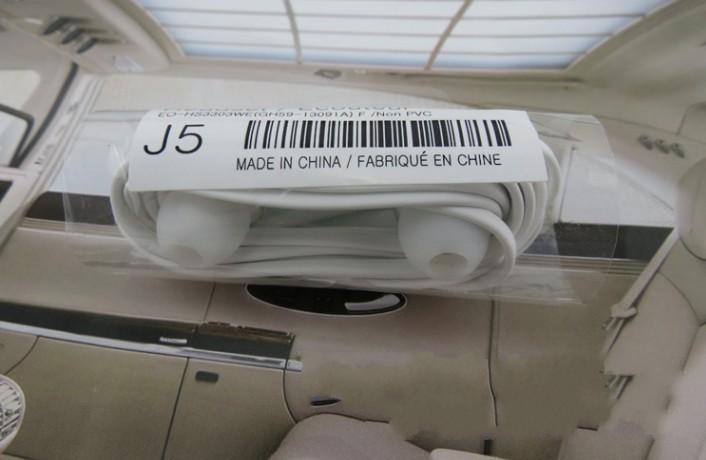 Wholesale -Newest J5 سماعات رأس سماعة سماعة التحكم عن بعد التحكم عن ميكروفون كابل مسطح لسامسونج غالاكسي S4 I9500