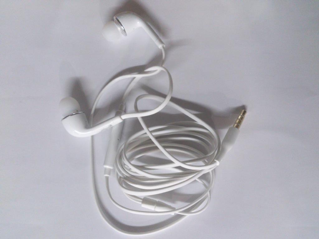 Partihandel -Newest J5 In-Ear Headphones Hörlurar Headset Volym fjärrkontroll Mic Plattkabel för Samsung Galaxy S4 i9500