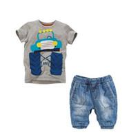 baby boy blue jeans al por mayor-Baby Boy Car camiseta impresa de manga corta gris + Blue Jeans pantalones cortos 2pcs traje de dibujos animados niños Casual ropa de dril de algodón Kids Clothing Set