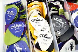 Viele 100pcs Alice akustische elektrische Gitarren-Auswahl Plektren (verschiedene thicknesscolors) im Angebot