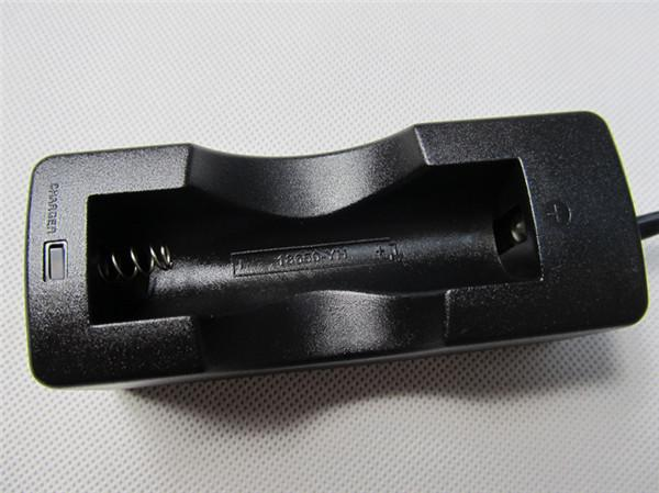 18650 Lithium Li Ion Batteri 18650 Li-ion Batteri Extern Smart Laddare Singel Universal Rechargeable Laddare 3.7V för Vmax Zmax KTS DHL