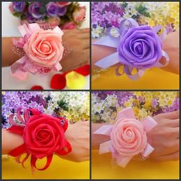 2019 bayas de rosas Nueva Banquete de Boda Colorida dama de honor nupcial flor muñeca corsage muñeca flor de la alta calidad de la flor del tocado de la espuma 10 Unids envío gratis