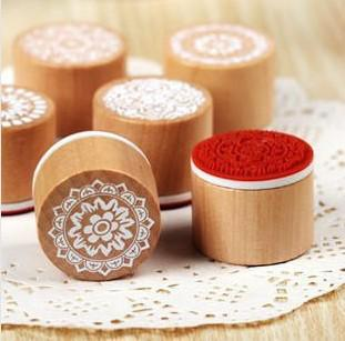 top popular Wholesale - Free Shipping   New sweet lace series wood round stamp   gift stamp   6 designs 2021