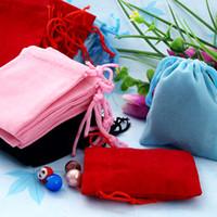 doğum günü çantaları satışı toptan satış-Faydalı Hediye Çantası Yeni 100 Adet Mix Renk 5x7 cm Kadife Takı torbalar Hediye Çanta Düğün Noel Doğum Günü Partisi Favor Hediye Çanta Paketi Sıcak Satış