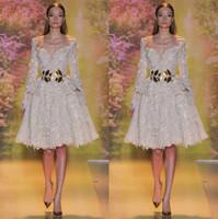 zuhair murad hasta la rodilla vestidos al por mayor-Zuhair Murad Vestidos de noche de encaje Sexy Árabe Dubai Off-Shoulder Manga larga Una línea de vestidos de fiesta hasta la rodilla Vestidos de gala Vestido de fiesta