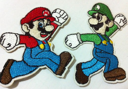 Barato Mario Applique-Wholesales ~ 10 Pieces (5 par) Emblema Super Mario de cor mista (6.5 x 5.5 cm) Ferro bordado em Patch Applique (W)