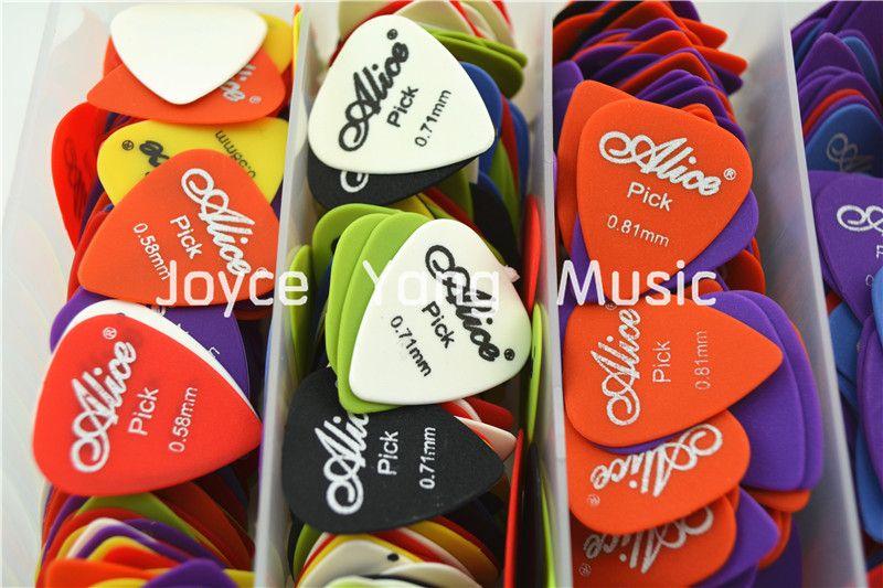 Massor av Alice Sandblast Matte Nylon Acustic Electric Guitar Plockar med originalpaket Standard Plectrums