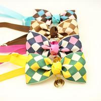 ingrosso dog collar bow-Il cucito variopinto fatto a mano del cucciolo del collare dell'arco del legame del cane del nastro del plaid all'ingrosso.
