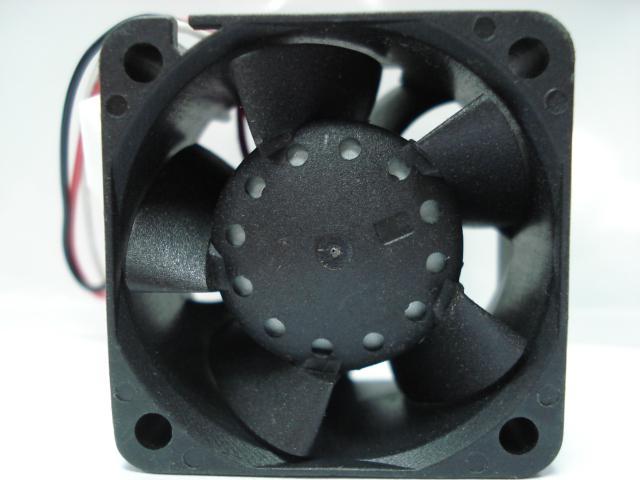 Kostenloser Versand Großhandel AVC DB04028B12U 40 * 40 * 28 DC 12 V 0.66A doppelkugellager server wechselrichter lüfter
